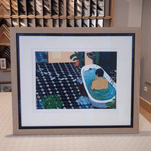 """""""The Argue"""" illustration numérotée et signée d'après une peinture originale de Cécile Aurégan, artiste nantaise, encadrée sur-mesure par Artem Nantes, passe-partout blanc, double baguette noire et chêne cérusé, verre musée (invisble)."""